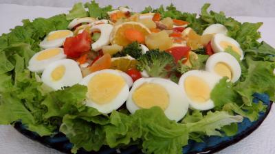 tomate cerise : Plat de salade batavia