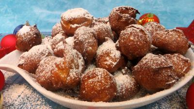 Desserts : Plat de beignets au café