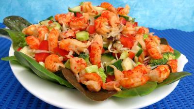 poivron rouge, vert, jaune : Plat de haricots mungo en salade