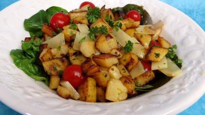 tomate cerise : Saladier de pommes de terre en salade