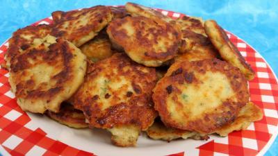 Cuisson à la poêle : Assiette de galettes de poulet