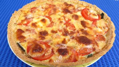 tomate : Assiette de tarte de tomates et de camembert