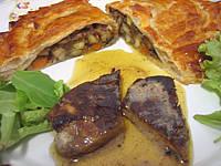 entrée à base de foie gras : Foie gras et son chausson aux cèpes et panais