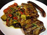 Image : Assiette de grillades au barbecue