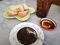 gelée : Coupelle de gelée noire d'oranges et de pommes