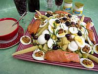 Image : Salade de pommes de terre et saumon en salade