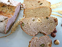 Image : Pain de méteil aux pistaches et aux noisettes
