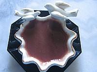 baie de genièvre : Ramequin de sauce au vin rouge