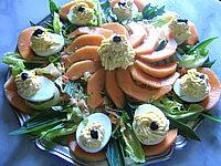 Image : Assiette d'oeufs farcis à la brousse et au radis noir