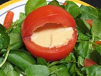 tomates farcies : Tomates farcies et sauce aux haricots secs