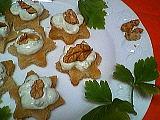 Canapés aux noix et à l'Izarra verte