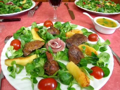 Photo : Salade de mâche aux foies de volailles