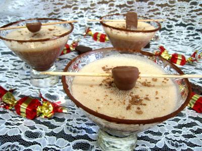 Image : Verres de cocktail au chocolat et au caramel
