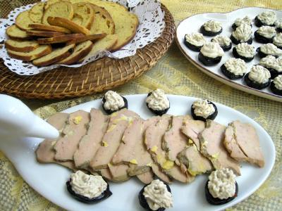 foie gras : Assiette de foie gras aux pruneaux