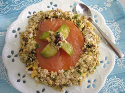 Image : Assiette d'un amuse-bouche au saumon fumé et aux choux de Bruxelles