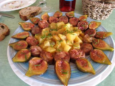Photo : Assiette d'andouillettes aux figues