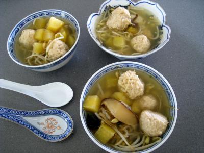 Cuisine diététique : Bols de potage chinois aux boulettes de poulet