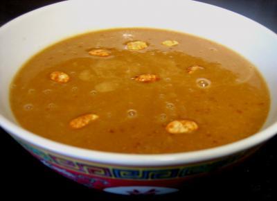 sauce chaude à base de fruits : Bol de sauce aux cacahuètes