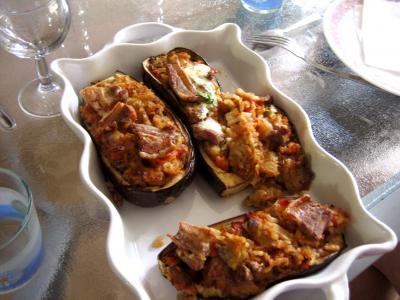 Recette Plat d'aubergines farcies et sa sauce au yaourt