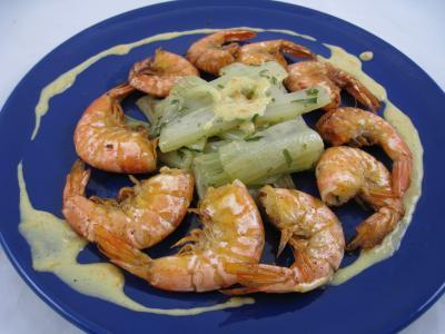 Photo : Assiette de crevettes à l'anis accompagné d'une sauce à l'orange
