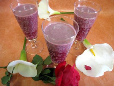 Image : Verres de cocktail de crème de mûres à l'armagnac