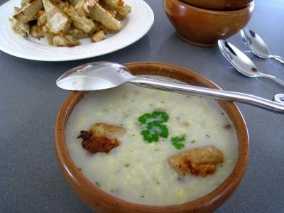 soupe de volailles : Bol de soupe de poulet au pécorino à l'italienne