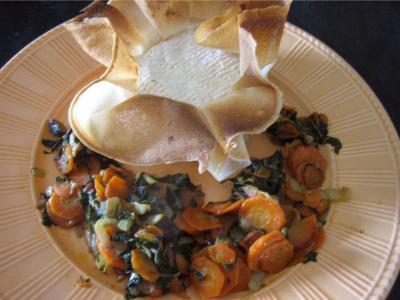cinq épices : Assiette avec camembert farci à la confiture de cerises