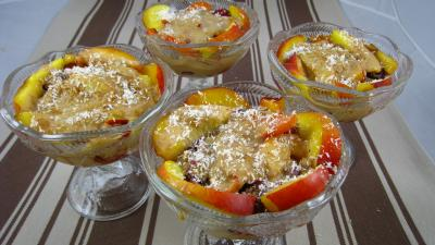 noix de coco : Verrines de blanquette de nectarines aux fruits rouges