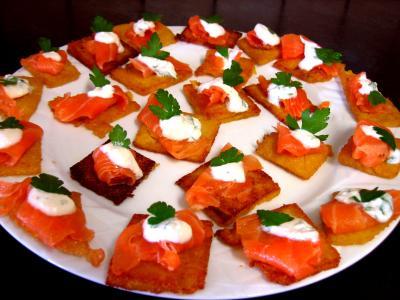 Recette Assiette de canapés de polenta au saumon fumé