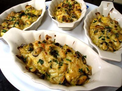 gratin de poissons : Cassolettes de moules et polenta au boursin