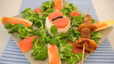 mâche : Salade de truite fumée et sa brochette de viandes