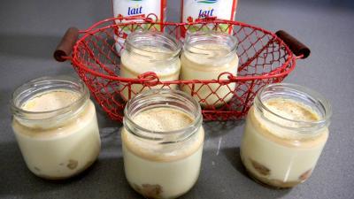 yaourt aux fruits : Pots de yaourts caramélisés aux bananes