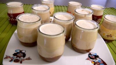 yaourt nature : Pots de yaourts aux carambars et au caramel