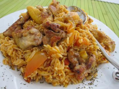 concentré de tomate : Assiette de risotto au poulet