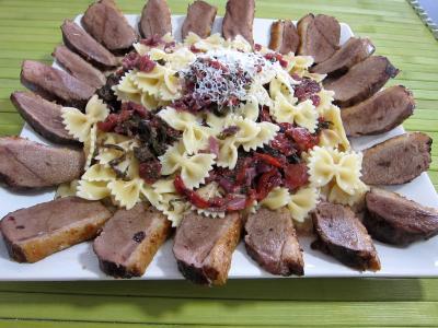 Image : assiette de fricassée de légumes et son magret de canard