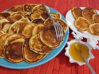 Image : Assiettes de pancakes au miel