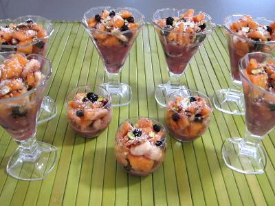 soupe de fruits : Verrines de mûres et melon en salade au sirop de noix de coco