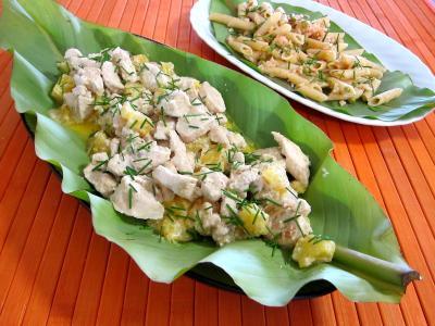 Image : Feuilles de bananier et son plat de blanc de dinde à l'ananas