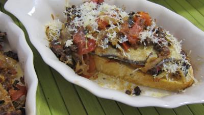 Image : Cassolette de crostinis d'aubergines et son concassé de boeuf façon italienne