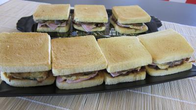 pain farci : Plateau de sandwichs à l'aubergine et au jambon