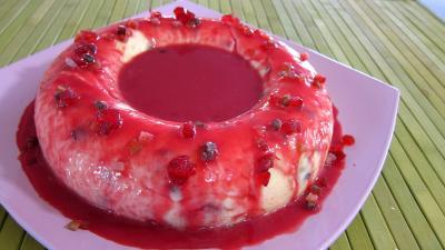 Cuisine orientale : Assiette du gâteau de semoule au coulis de framboises